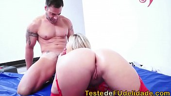 Cibelle Mancini transa com massagista