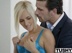 Video de sexo comendo a secretaria loira