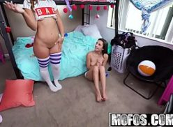 Duas garotas de programa dando para o tarado