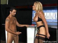 Loira com prazer em um filme de sexo gratis dando para o boy