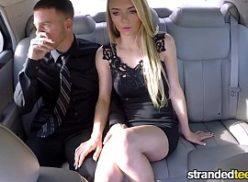 Macho comendo a loira felinas da ilha no carro