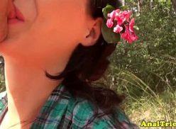 Novinha no mato sendo fodida em um sexo livre