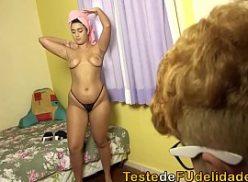 Uma linda e tarada mulher gozada no sexo ali no porn brasileiro