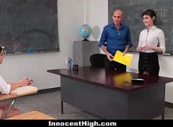 Boas bucetas grande de novinhas na escola metendo