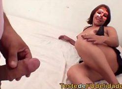 Bela mulher brasileira gozando em sexo